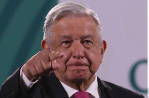 AMLO celebra fusión Televisa Univision y pide a sus dueños no maltratar a migrantes y evitar xenofobia