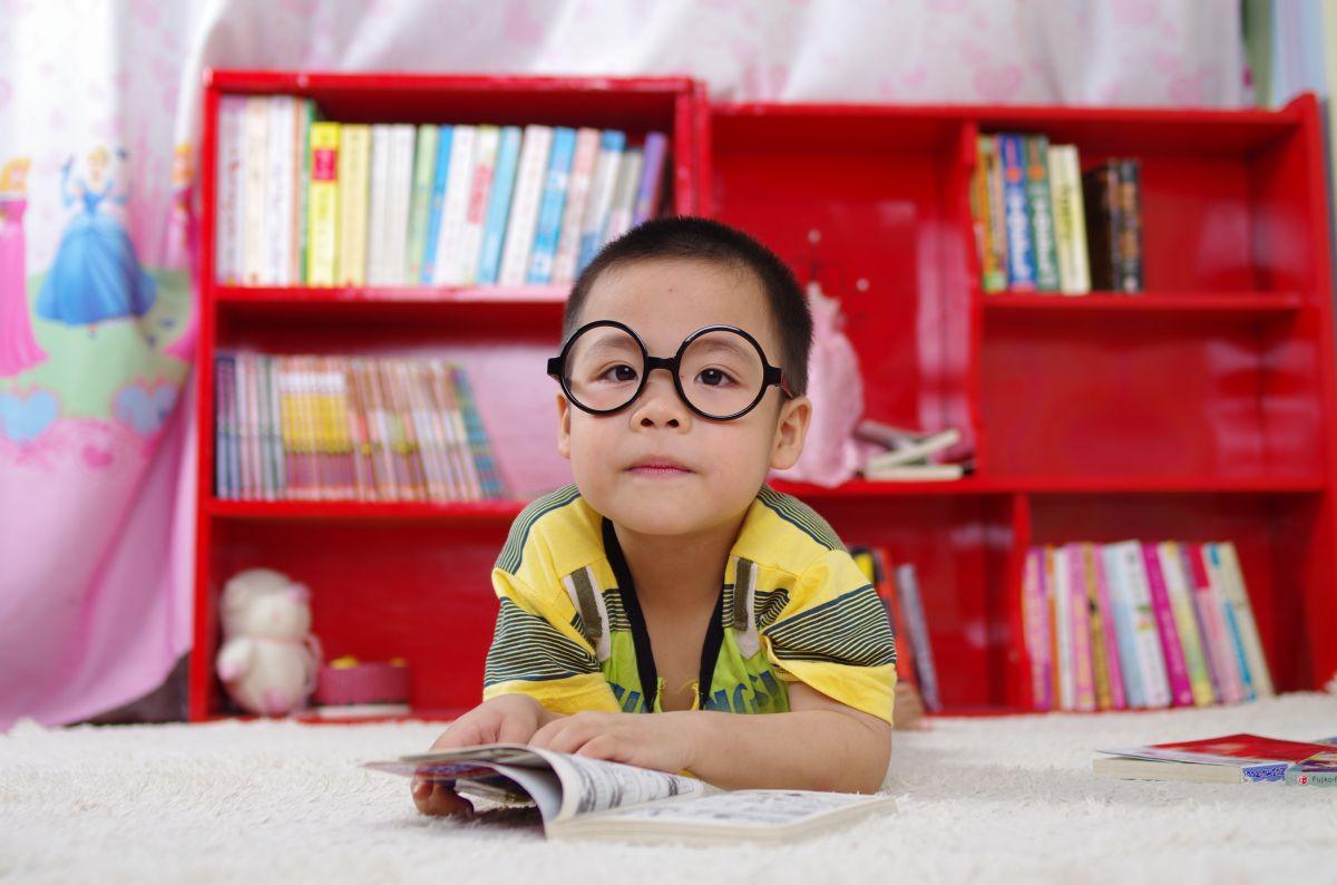 Sin cuarto cheque de estímulo, pero con beneficios: cómo te ayudará el American Families Plan con daycare y preschool gratis para tus hijos