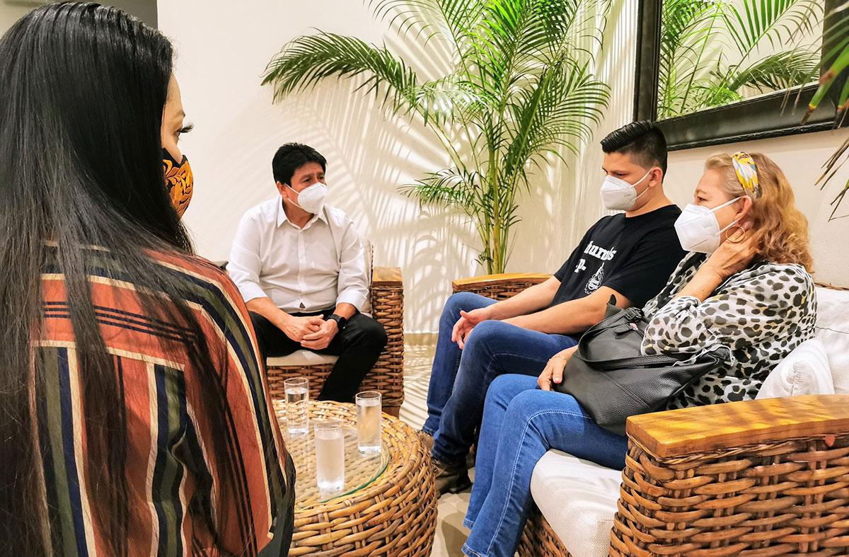 Familiares de Victoria Salazar se reunieron con el Alcalde de Tulum quien se comprometió brindarles apoyo.