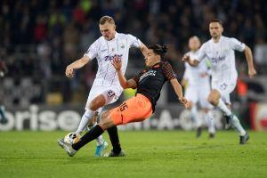 Futbolista mexicano sale de la convocatoria del PSV Eindhoven por una lesión muscular