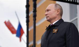 """""""Escalofriante y lamentable"""": Rusia responde a Biden con sanciones a director del FBI y expulsión de diplomáticos"""