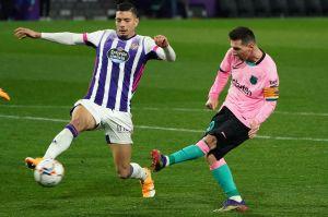 Subastan la botas con las que Messi logró récord de goles con Barcelona