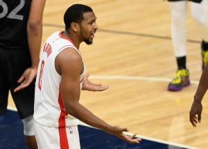 Rockets: Sterling Brown se recupera de las heridas faciales que sufrió en asalto