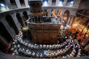 Jerusalén comienza el Jueves Santo con una misa temprana en el Santo Sepulcro