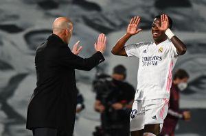 Doblete de Vinicius pone al Real Madrid a soñar con la Champions