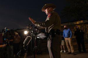 Autoridades acusan al sospechoso del mortal tiroteo en Texas e identifican a víctimas