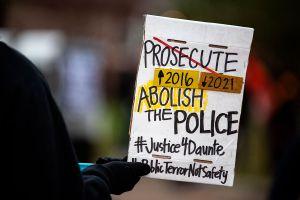 Kim Potter, la expolicía que disparó al afroamericano Daunte Wright, es acusada de homicidio involuntario