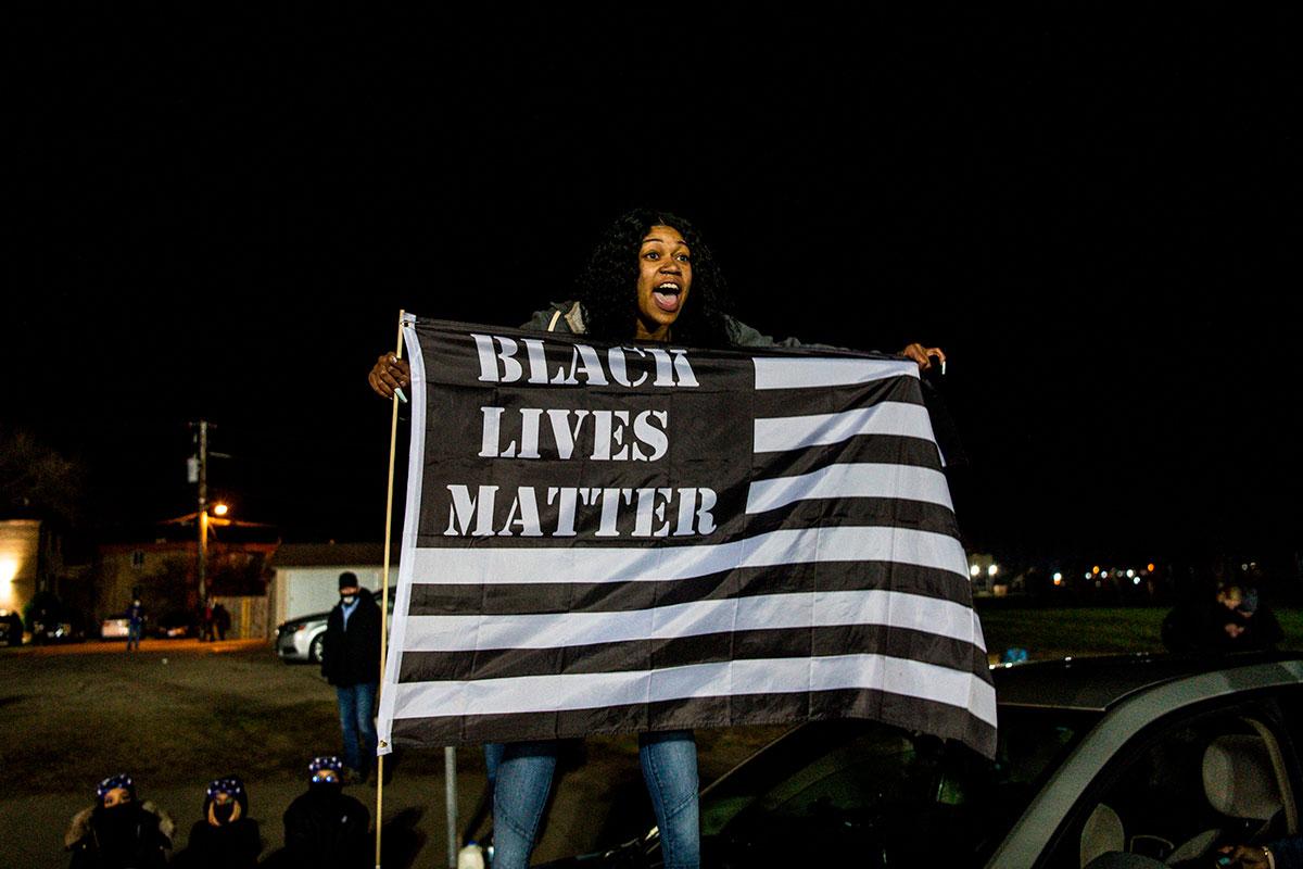 Manifestante por muerte de Daunte Wright de