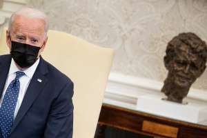 ¿Biden integrará cuatro cheque de estímulo en su nuevo plan económico para familias?