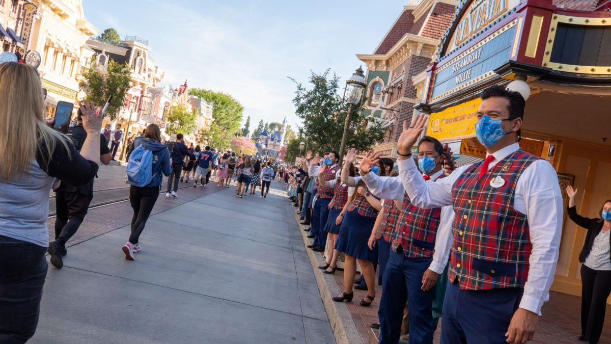 Fotos y videos muestran cómo fue la esperada reapertura de Disneyland luego de 13 meses cerrado