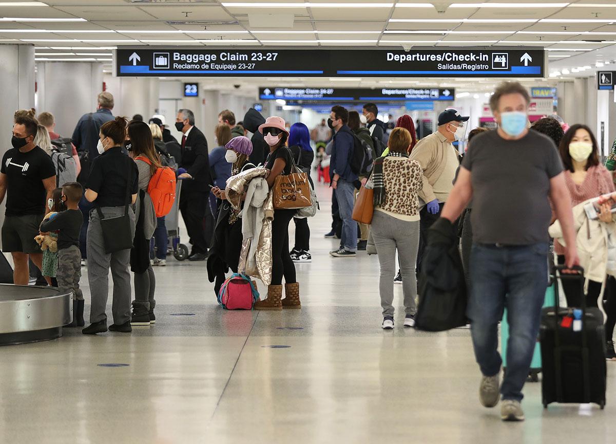 Se viraliza video de pelea campal en área de espera del Aeropuerto Internacional de Miami