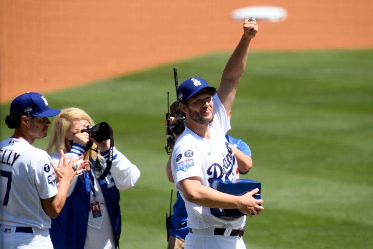 Anillos, leyendas y la bandera de campeones: los Dodgers tienen gloriosa celebración en su estadio