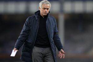 Tottenham despidió a su técnico José Mourinho