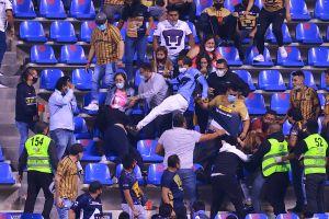 Aficionados de Puebla y Pumas se agredieron en las gradas del estadio