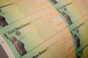 IRS continúa este viernes envíos de tercer cheque de estímulo a beneficiarios de programas como el Seguro Social