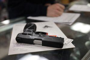 """El Departamento de Justicia propone una regla para cerrar la brecha de las """"armas fantasma"""""""