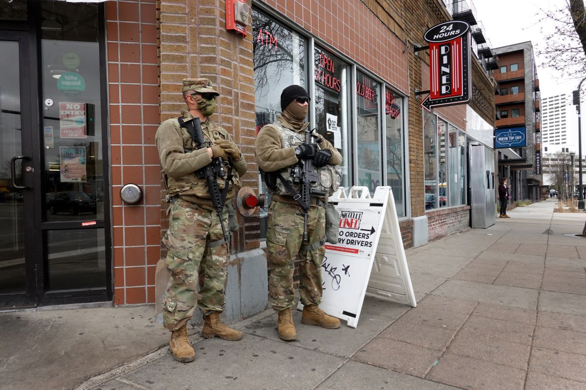 Minneapolis y otras ciudades aumentan la seguridad antes del veredicto del juicio de Derek Chauvin