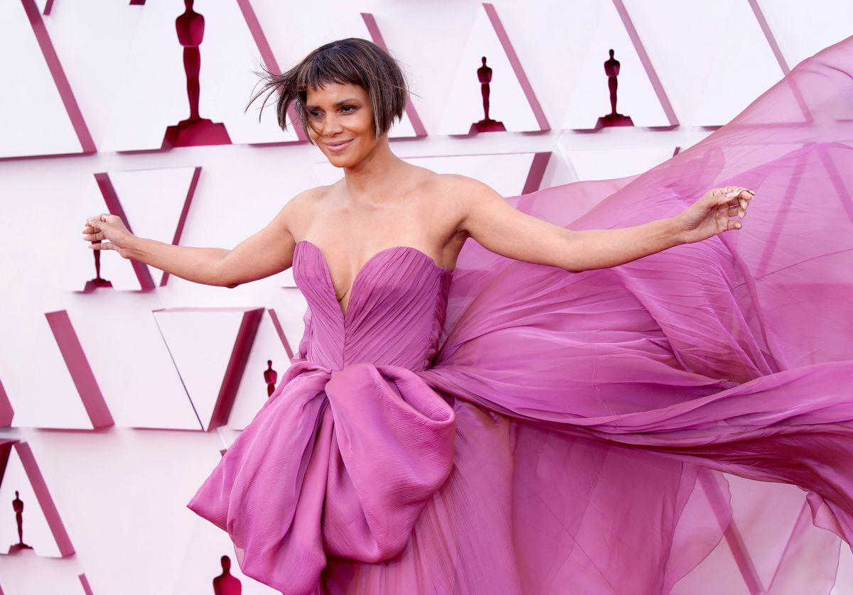 Halle Berry presume de nuevo novio y peinado en la entrega del Oscar