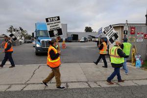 Paro con tintes de huelga en los Puertos de Long Beach y Los Ángeles
