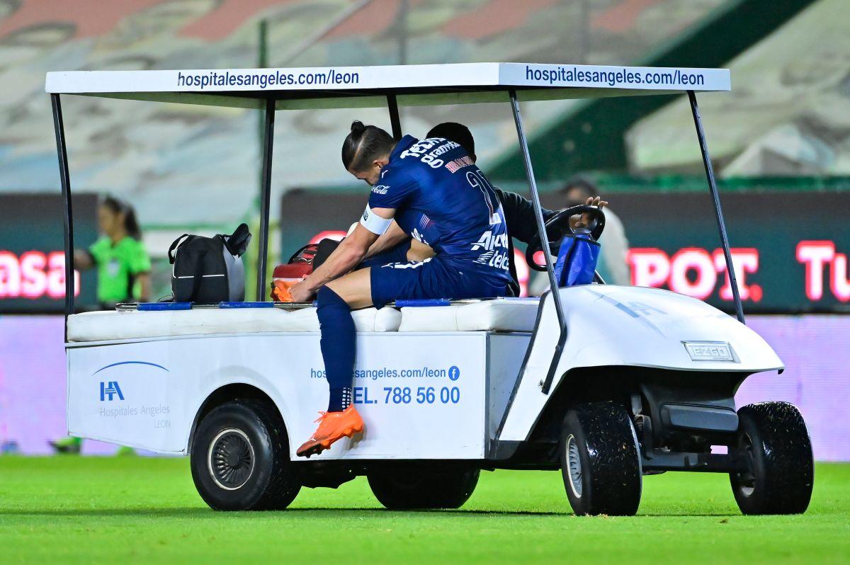 Hiram Mier empezó a tener dolores en la rodilla desde la Jornada 8, cuando Chivas se enfrentó a Pumas.