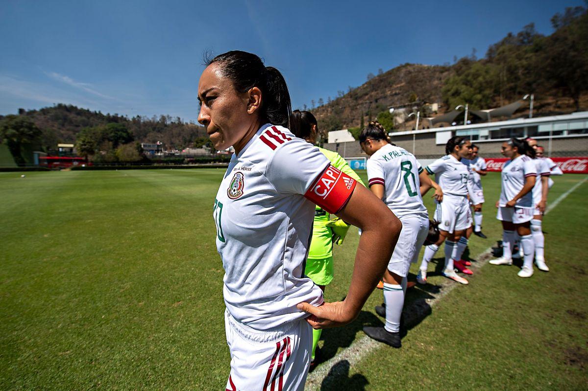 Selección Nacional de Mexico Femenil durante juego de preparación.