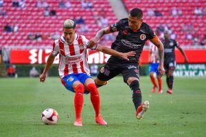 Uriel Antuna fue abucheado en victoria de Chivas 2-0 vs. Xolos