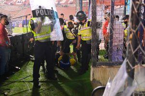 ¡Otra vez violencia! Aficionados de San Luis agredieron a sus futbolistas y causaron destrozos en el estadio