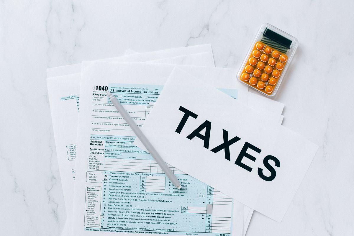 Cheque de estímulo e impuestos: leyes que impactan la declaración impositiva de este año