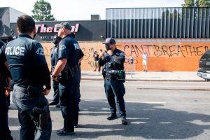Video de LAPD muestra brutal arresto a hombre negro en Hollywood. Los agentes buscaban a un blanco