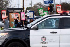 LAPD publica video en el que un agente dispara a un hombre que llevaba un arma falsa