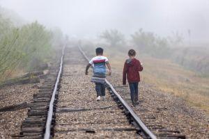 Investigación de UCLA destaca rezago de Estados Unidos en brindar protección a niños inmigrantes detenidos
