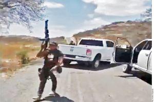 """Sicarios del Mencho y del CJNG patrullan calles de poblado tras """"correr"""" al Ejército mexicano"""