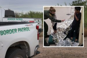 """Hallan a 2 hermanitos migrantes abandonados en California: Estaban """"solos y llorando"""", según CBP"""