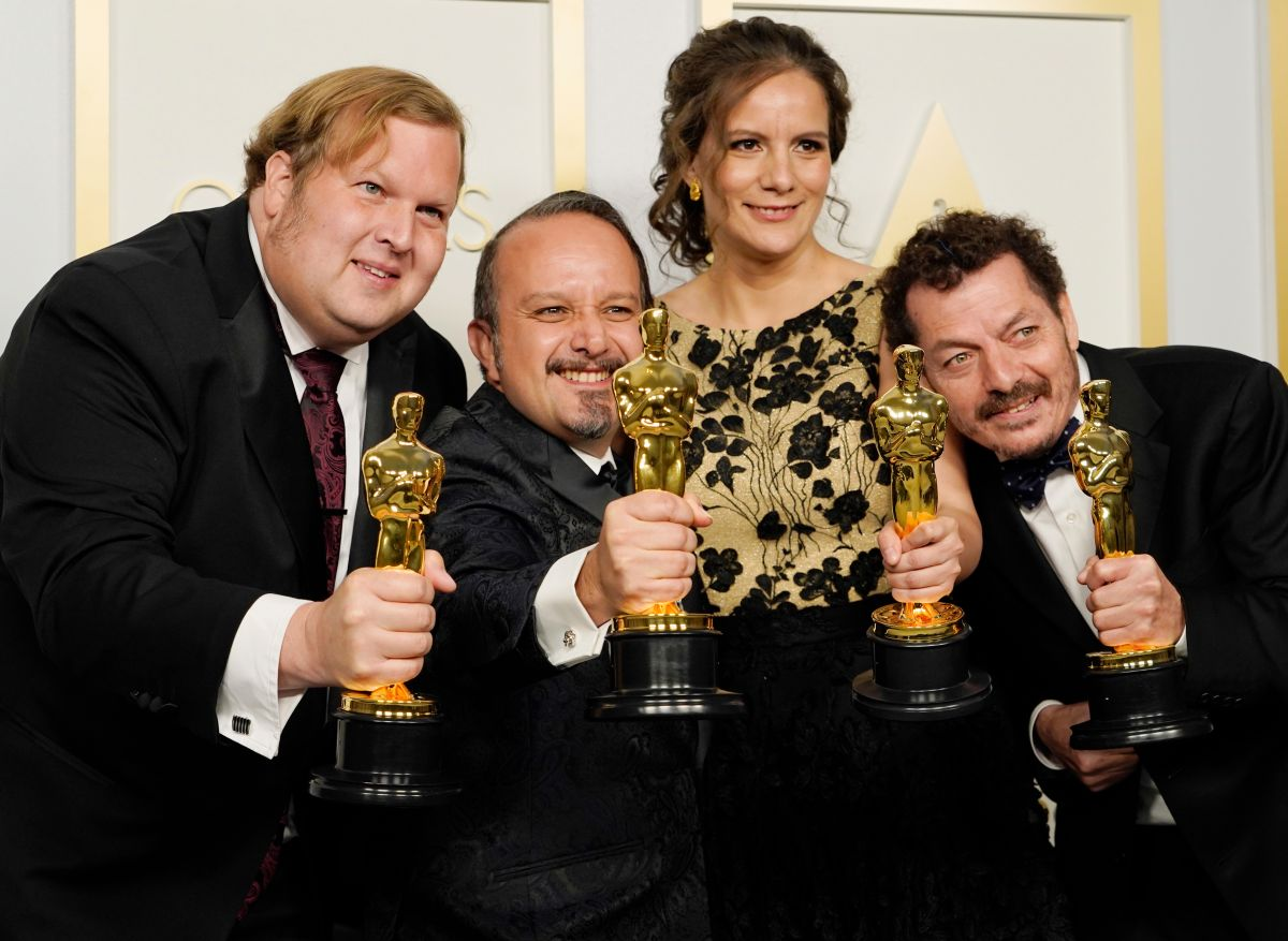 """Phillip Bladh, Carlos Cortes, Michellee Couttolenc and Jaime Baksht, ganan en la categoría a Mejor Sonido por la película """"Sound of Metal"""". Entre los ganadores se encuentran tres mexicanos."""