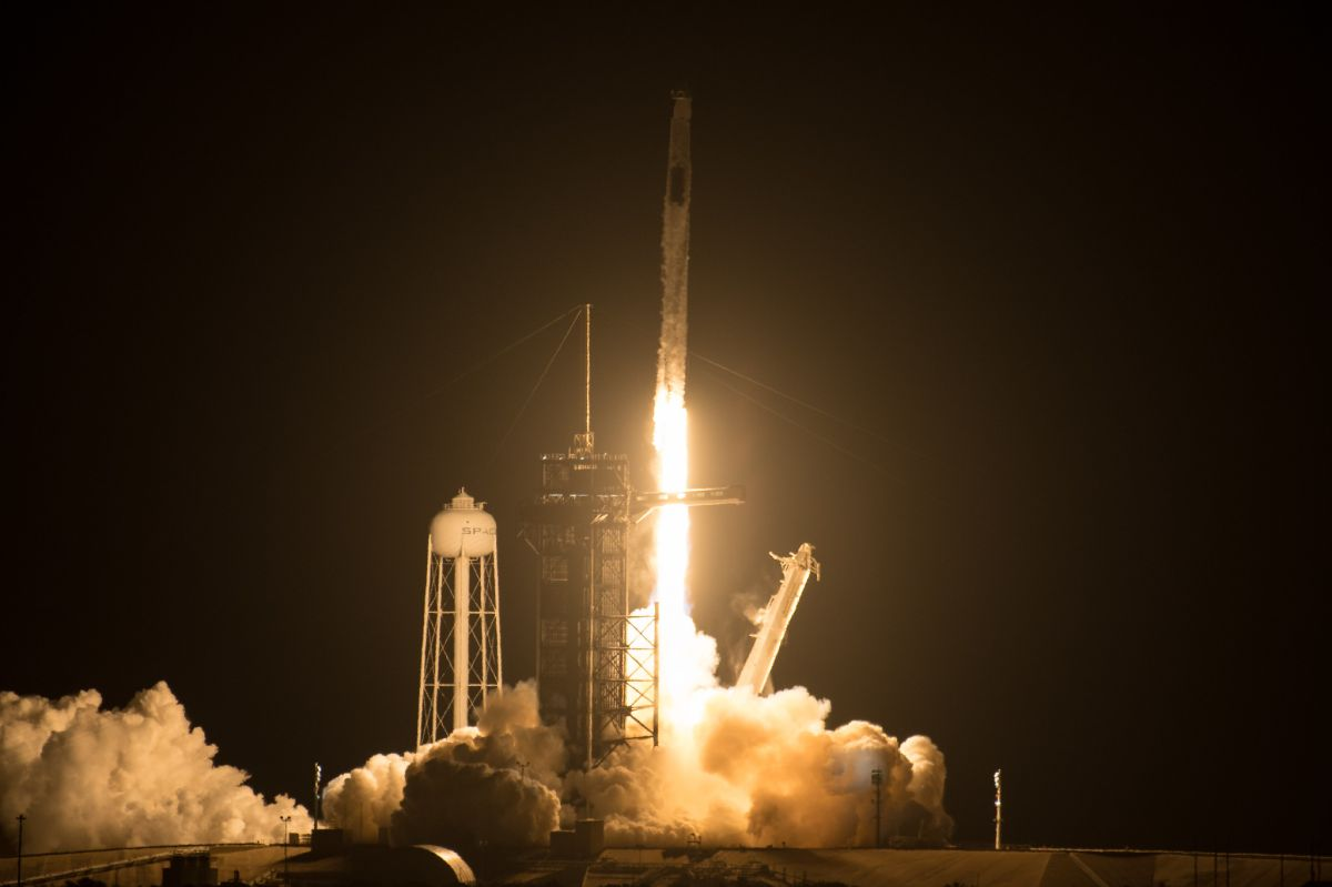 SpaceX lanzó a una tripulación de la NASA para una misión a la EEI en un cohete reutilizado
