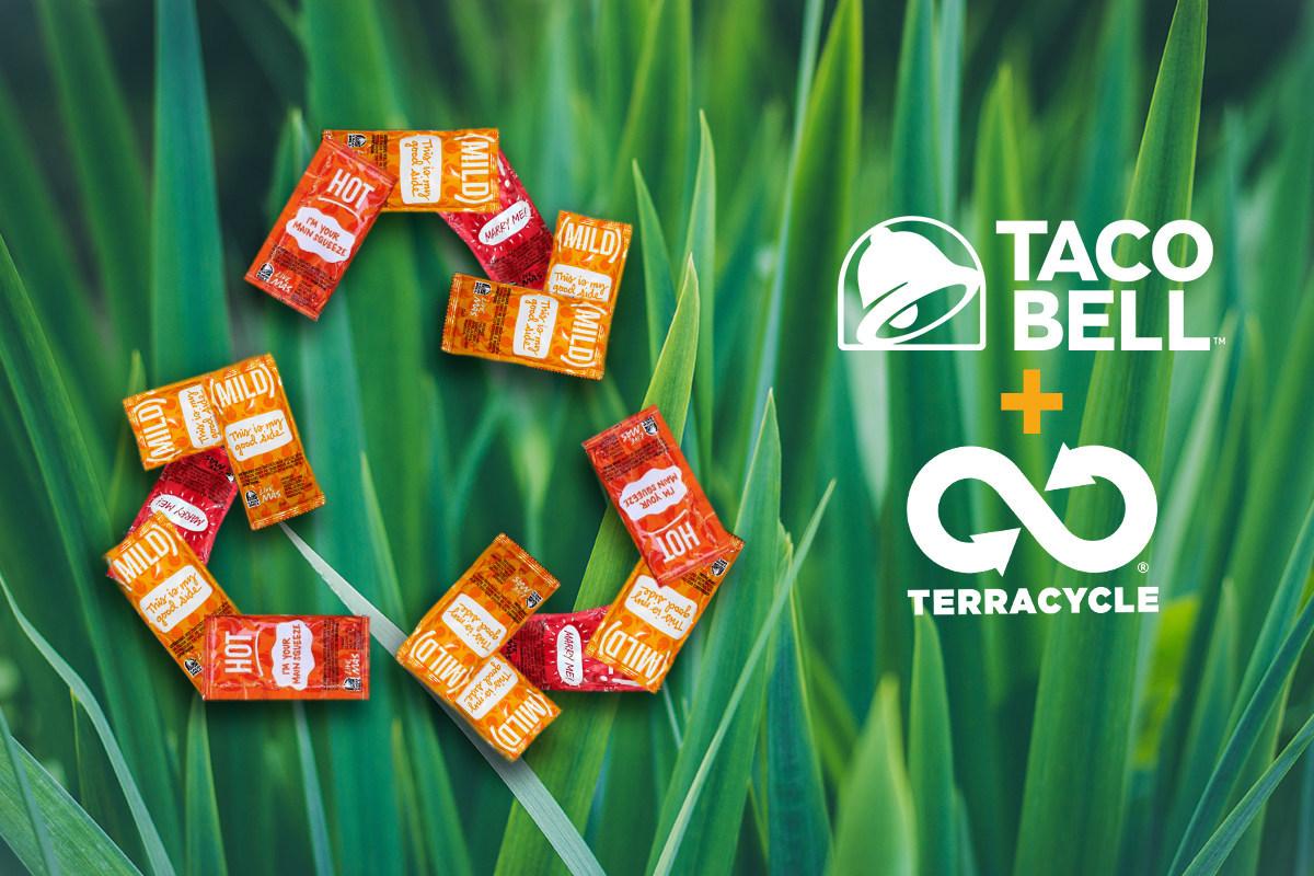 Taco Bell colabora con TerraCycle para hacer reciclables sus sobres de salsa