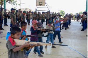VIDEO: Así entrenan a niños de entre 6 y 11 años para enfrentar a narcos al sur de México