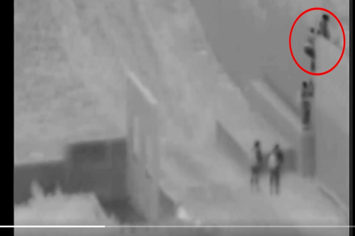 """VIDEO: Bebé de 2 años es lanzado por """"coyote"""" a 18 pies de altura a través del muro fronterizo"""