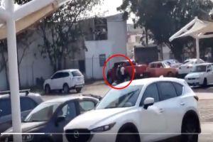 VIDEO: Narcos matan a hombre en estacionamiento de Walmart que intentó evitar secuestro de mujer