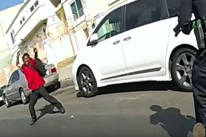 "VIDEO: ""Padre celestial, ayúdame"", dijo hispano antes que policías le dispararan tras lanzarles martillo en Los Angeles"