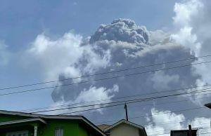 Videos muestran tres impresionantes erupciones volcánicas en la isla San Vicente en el Caribe