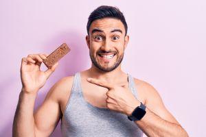Las mejores barras de proteínas para complementar tu alimentación y bajar de peso