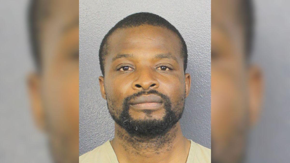 Un clérigo de Florida acusado de abuso sexual a una menor: su madre encontró fotos explícitas