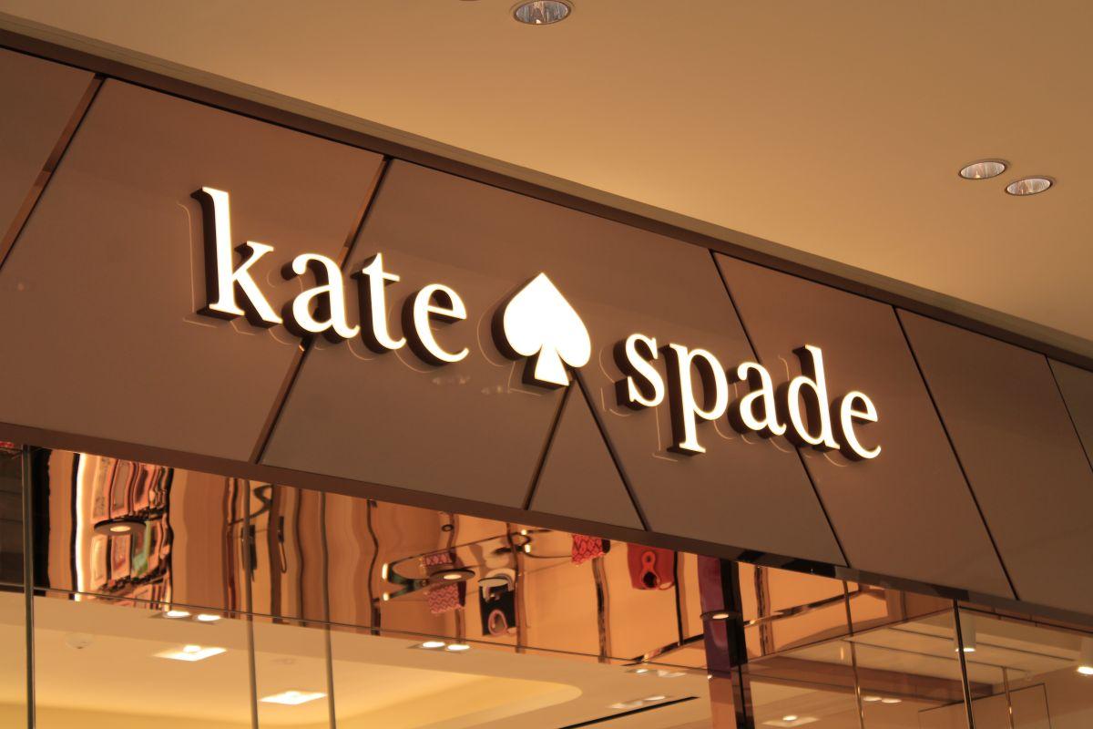 Los mejores accesorios y carteras de Kate Spade para resaltar tu lado más femenino