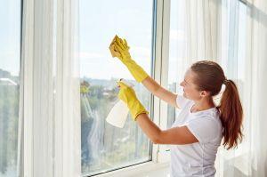 Las mejores herramientas para limpiar los vidrios de tus ventanas fácilmente