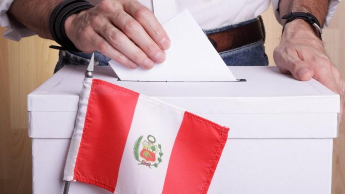 Elecciones en Perú: 4 claves para entender las presidenciales más fragmentadas e inciertas de los últimos años