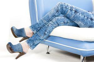 Zapatos zuecos de mujer por menos de $54 para usar con vestidos, pantalones o faldas