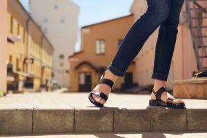 Sandalias Skechers para mujer por menos de $35 para usarlas todo el verano