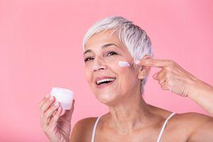 ¿Flacidez, arrugas e inflamación? 3 beneficios de usar aloe vera para la cara y suavizar las arrugas