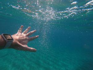 Los mejores relojes inteligentes a prueba de agua para nadar